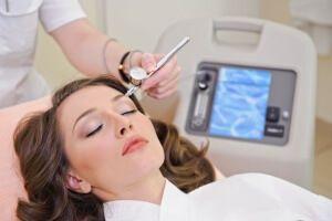 Безін`єкційна мезотерапія особи: відгуки і опис процедури