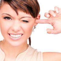 Що робити якщо у вухо потрапила вода, можливі ускладнення і способи витягти рідина