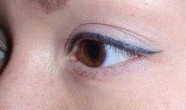 Майстерний татуаж очей у вигляді підводки