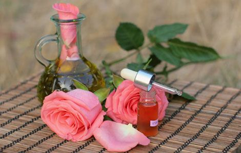 Ефірна олія троянди застосування