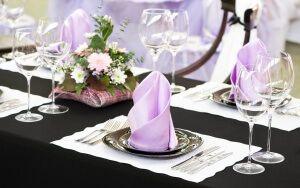 Як красиво згорнути паперові серветки для святкового столу