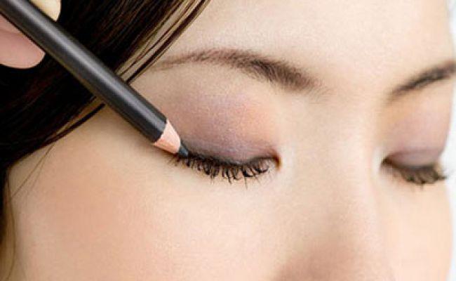 Як правильно фарбувати очі підведенням - відео