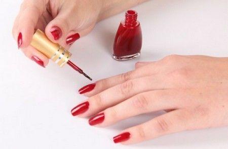 Як правильно фарбувати нігті: робимо модний манікюр