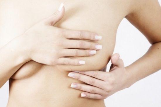 Як прибрати розтяжки з грудей: в косметичному салоні або в домашніх умовах?