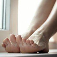 Червоні плями на ногах