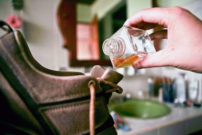 Кращі способи, які допоможуть вам позбавитися від неприємного запаху поту, котячої сечі, цвілі у взутті
