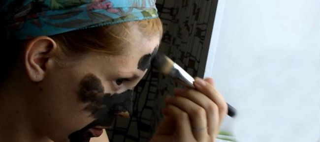 Маски з чорної глини для обличчя в домашніх умовах