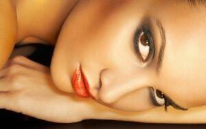 Мерехтлива пудра для обличчя: грамотно розставляємо акценти