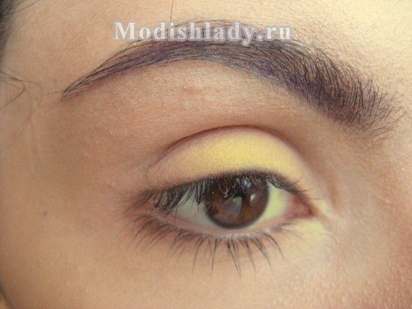 Модний макіяж очей - smokey eyes з перламутровими тінями