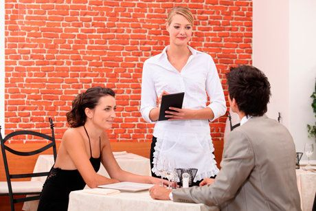 Чоловіки мріють, щоб жінки платили на побаченні