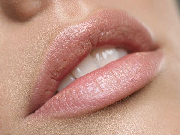 Об`ємні губи допоможе отримати плампер