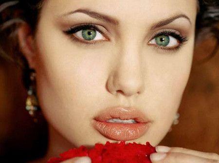 Плюси і мінуси збільшення губ гіалуроновою кислотою: чи варто гнатися за модою