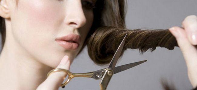 Подстригаем волосся і чубчик самі. Створюємо новий образ