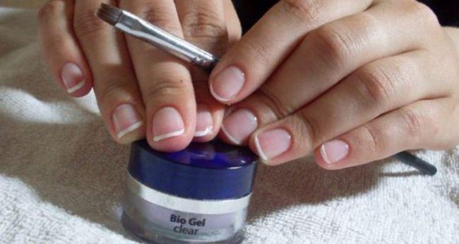 Процедура зміцнення і нарощування нігтів біогелем