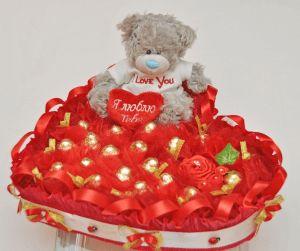 Серце з цукерок, подарунок до будь-якого свята і для гарного настрою
