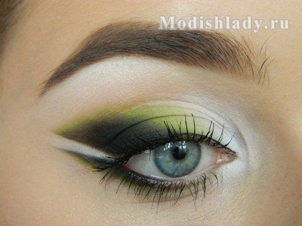 Стильний макіяж очей в зелених тонах
