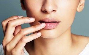 Сухі губи: причини, способи профілактики і лікування