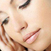Тріскаються куточки губ, причина появи тріщин і лікування