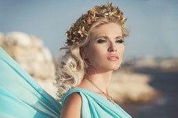 Прикраси до грецького сукні: підбираємо біжутерію за всіма правилами
