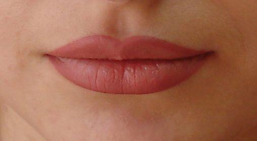 Унікальна можливість нанесення безпечного біотатуаж на губи за допомогою хни