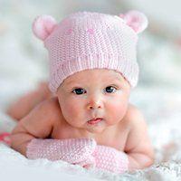 У скільки місяців дитина починає тримати голову самостійно, без допомоги