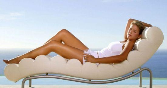 Загоряють чи розтяжки на сонці: способи маскування своїх недоліків